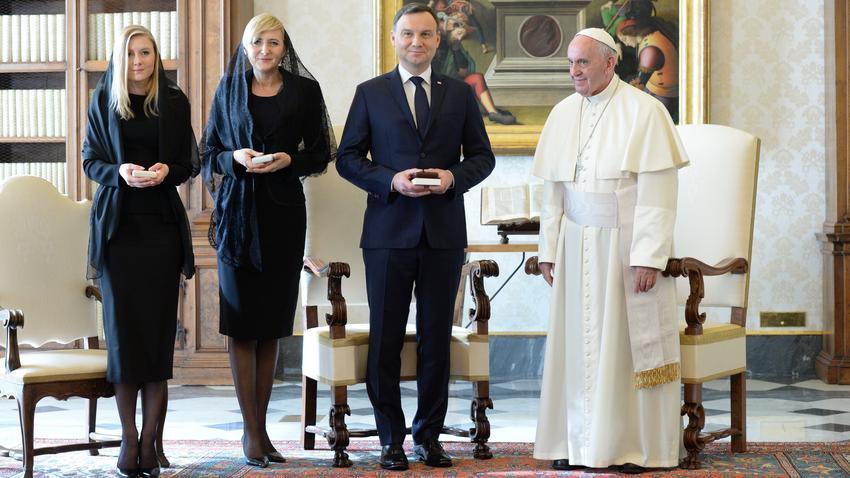Znalezione obrazy dla zapytania duda i papież