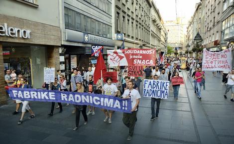 Okupljeni šetali Knez Mihailovom ulicom
