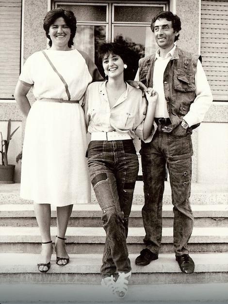 Dragana Mirković sa mamom i tatom