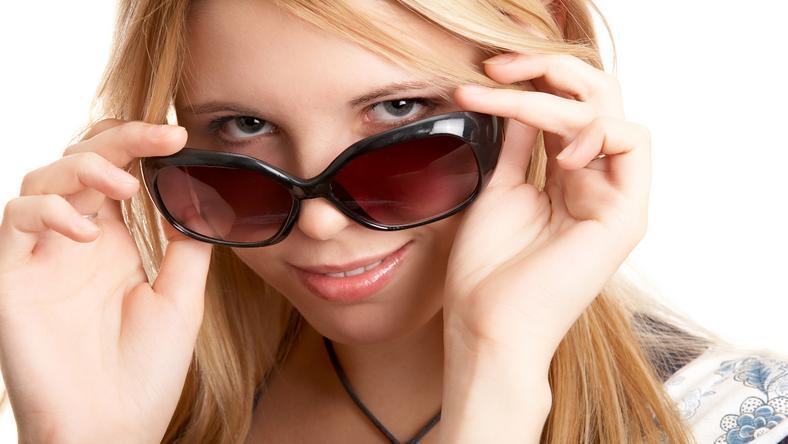 Tudta  Így nem fog csúszkálni a (nap)szemüveg az orrunkon! - Blikk.hu 52158a4bdd