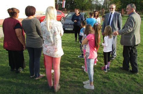 Ministar Malešević među učenicima i njihovim roditeljima