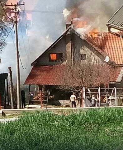 Vatrogasna cisterna ostala bez vode tokom gašenja požara