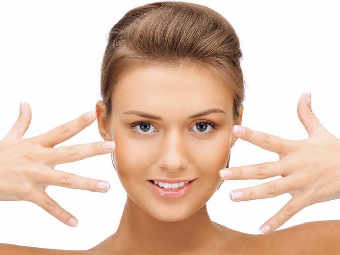 Pitali smo anesteziologa: Zašto morate da skinete lak za nokte pre operacije
