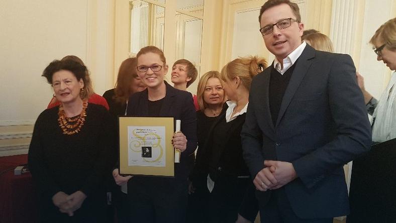 """Barbara Barbara Nowacka i Dariusz Joński w poniedziałek odebrali w Paryżu nagrodę """"Dla wolności kobiet"""""""