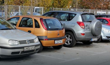 Na parkingu uglavnom automobili mađarskih registarstkih oznaka