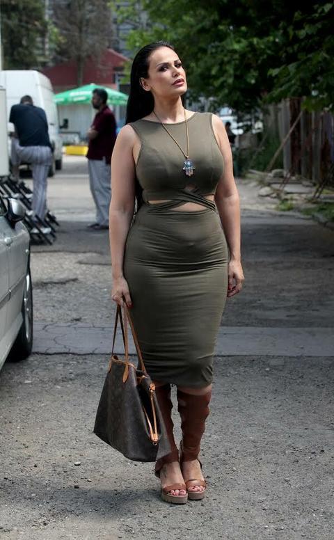 Nedavno je šokirala javnost OVIM stajlingom, a sada je obukla HELANKE i dobila ovakav KOMENTAR od koleginice