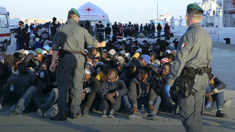 Znalezione obrazy dla zapytania wyrzucanie imigrantów z Włoch
