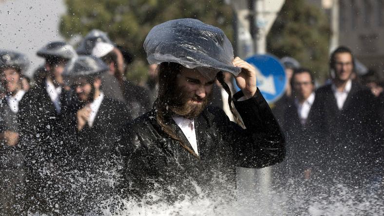 Lábuk sem érte a földet a tüntetőknek Jeruzsálemben