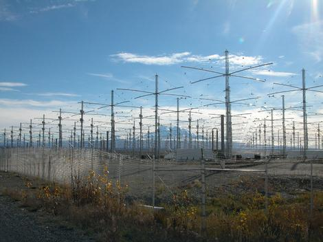 Sistem antena HAARP je često tema teorija zavera
