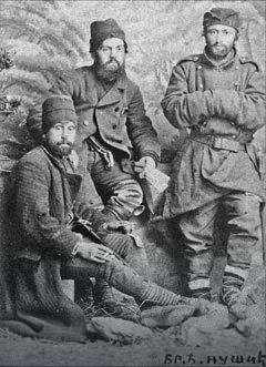 Branislav Nušić (desno) kao kaplar u Srpsko-bugarskom ratu 1886.