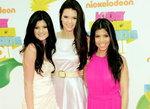 Kylie (pierwsza od lewej)