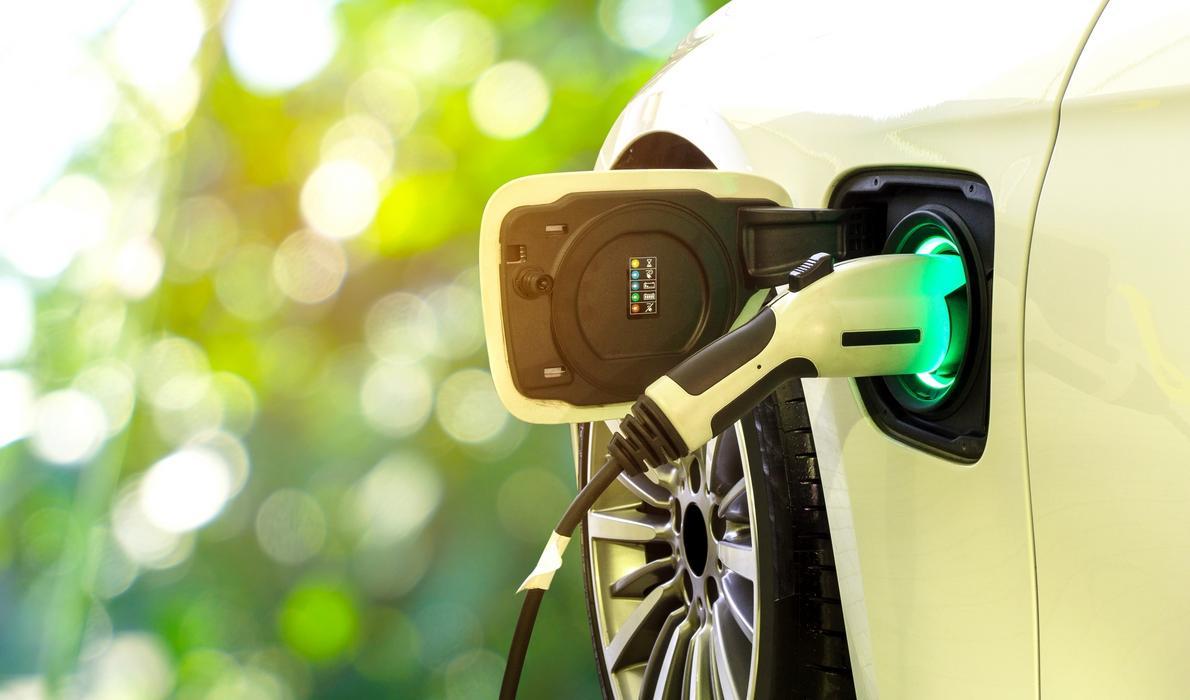 Elektryczny, czyli jaki? Jak działają samochody elektryczne i jak rysuje się ich przyszłość