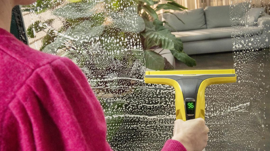 Jak umyć okna sprawnie i bez smug?