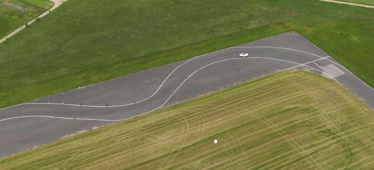 Chcesz poczuć sportowe emocje, jak na torze wyścigowym?