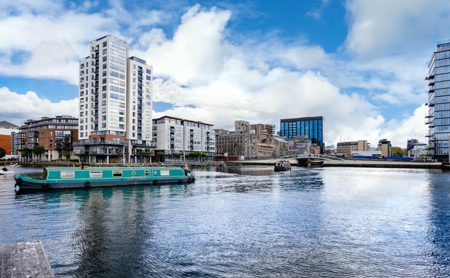 Zwiedzanie miasta amfibią, spacery i występy tancerzy. Jak spędzić czas w Dublinie?