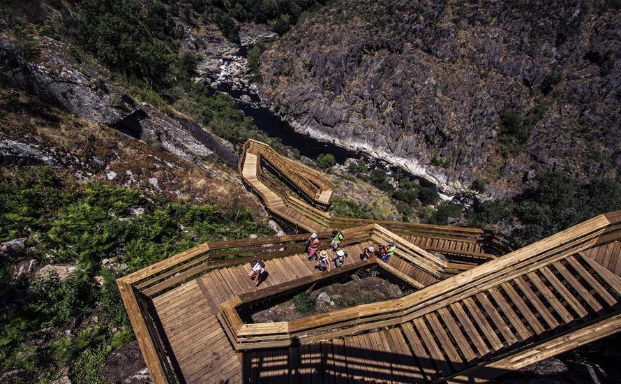 Niezwykła ścieżka w dolinie rzeki Paiva