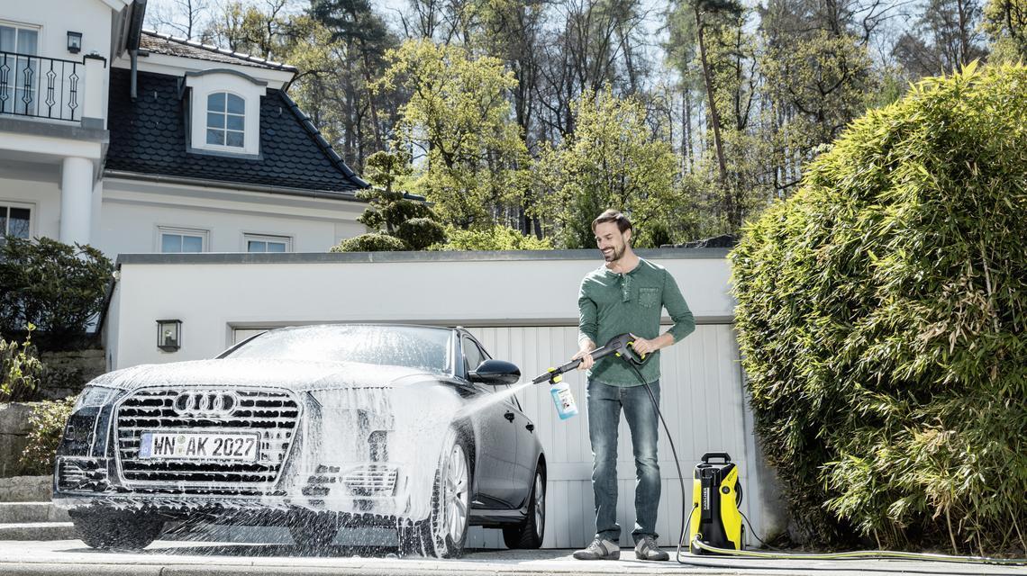Samochód na błysk, czyli jak najlepiej myć auto?