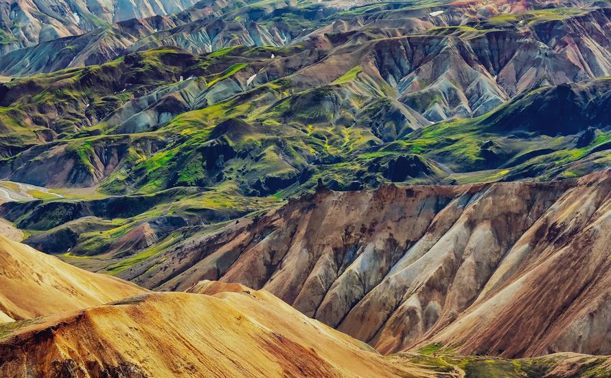 Kolorowe góry i gorące źródła na Islandii