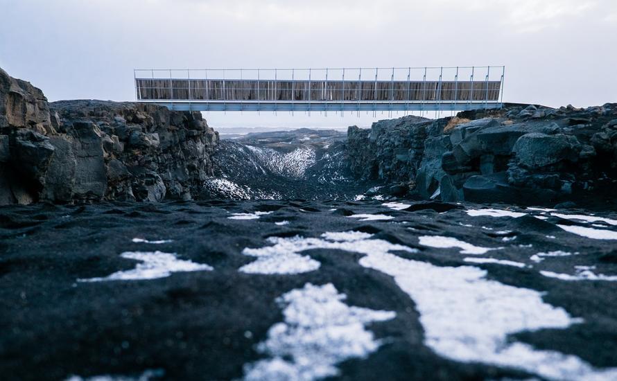 Islandzki most między kontynentami