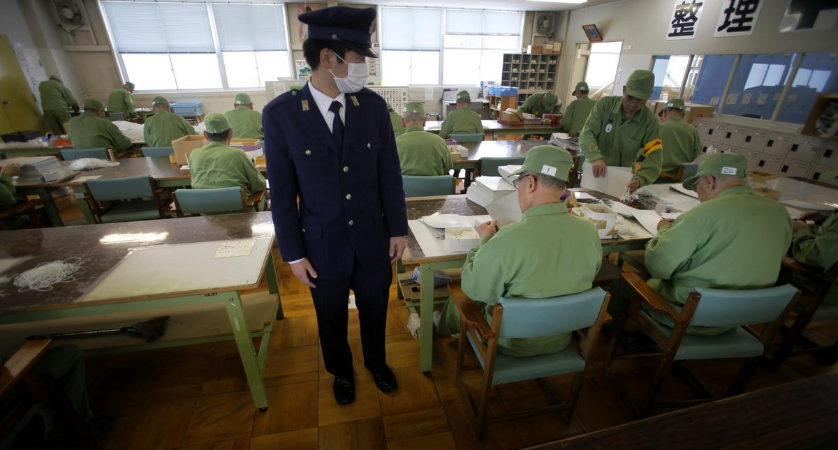 emeryci w japońskim więzieniu