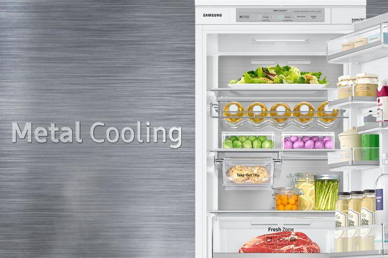 Lepsza izolacja, większa oszczędność. Metal Cooling Metal jest świetnym materiałem izolującym i zatrzymującym zimno. Pozwala utrzymywać właściwą temperaturę w każdym zakątku lodówki. Stabilna wewnętrzna temperatura oraz wyeliminowanie jej nagłych zmian (np. w wyniku otwarcia drzwi), zapewniają jeszcze lepsze warunki do przechowywania żywności. Metal Cooling to metalowy panel umieszczony na tylnej ściance lodówki.