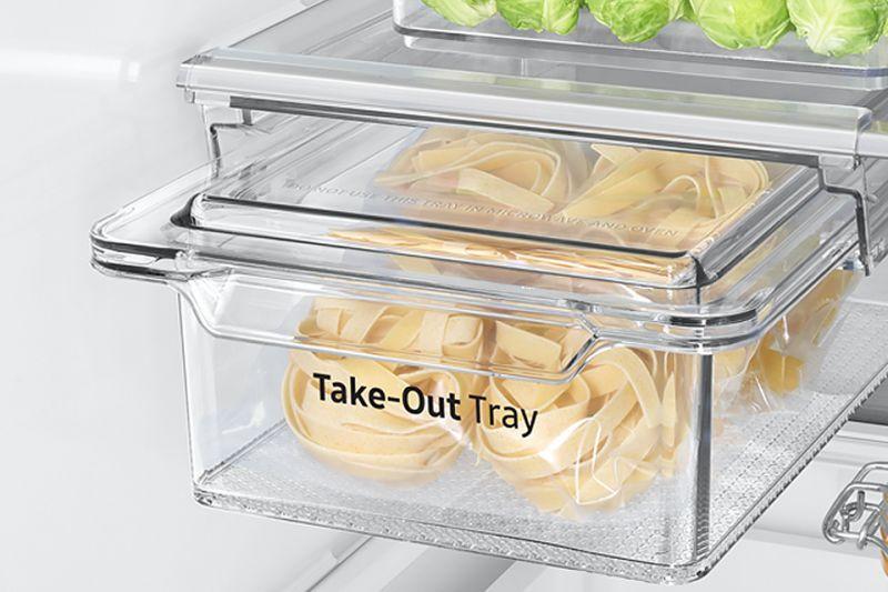 Praktyczny niezbędnik. Pojemnik a produkty delikatesowe  Dzięki pojemnikowi na produkty delikatesowe z łatwością zorganizujesz przestrzeń w swojej lodówce. Możesz używać go jako dodatkową szufladę lub jako przenośny pojemnik na żywność. A ponieważ jest przeźroczysty szybko zauważysz, co jest w środku.