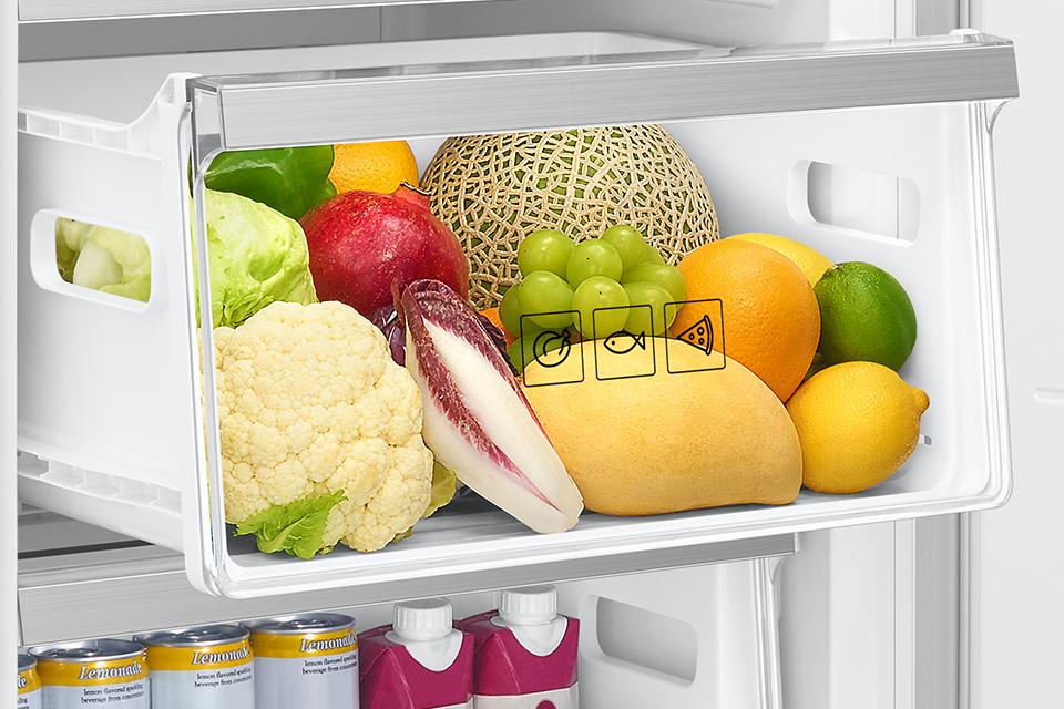 Większe i bardziej praktyczne szuflady w zamrażalniku! Zapewniają optymalną przestrzeń do przechowywania żywności przeznaczonej do mrożenia. Szuflady wysuwają się do samego końca, dzięki czemu dostęp do przechowywanych produktów jest prosty i wygodny.