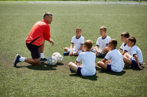 Fudbal se preporučuje introvertnim mališanima jer se na treninzima druže, razvijaju komunikaciju između sebe i postaju otvoreniji