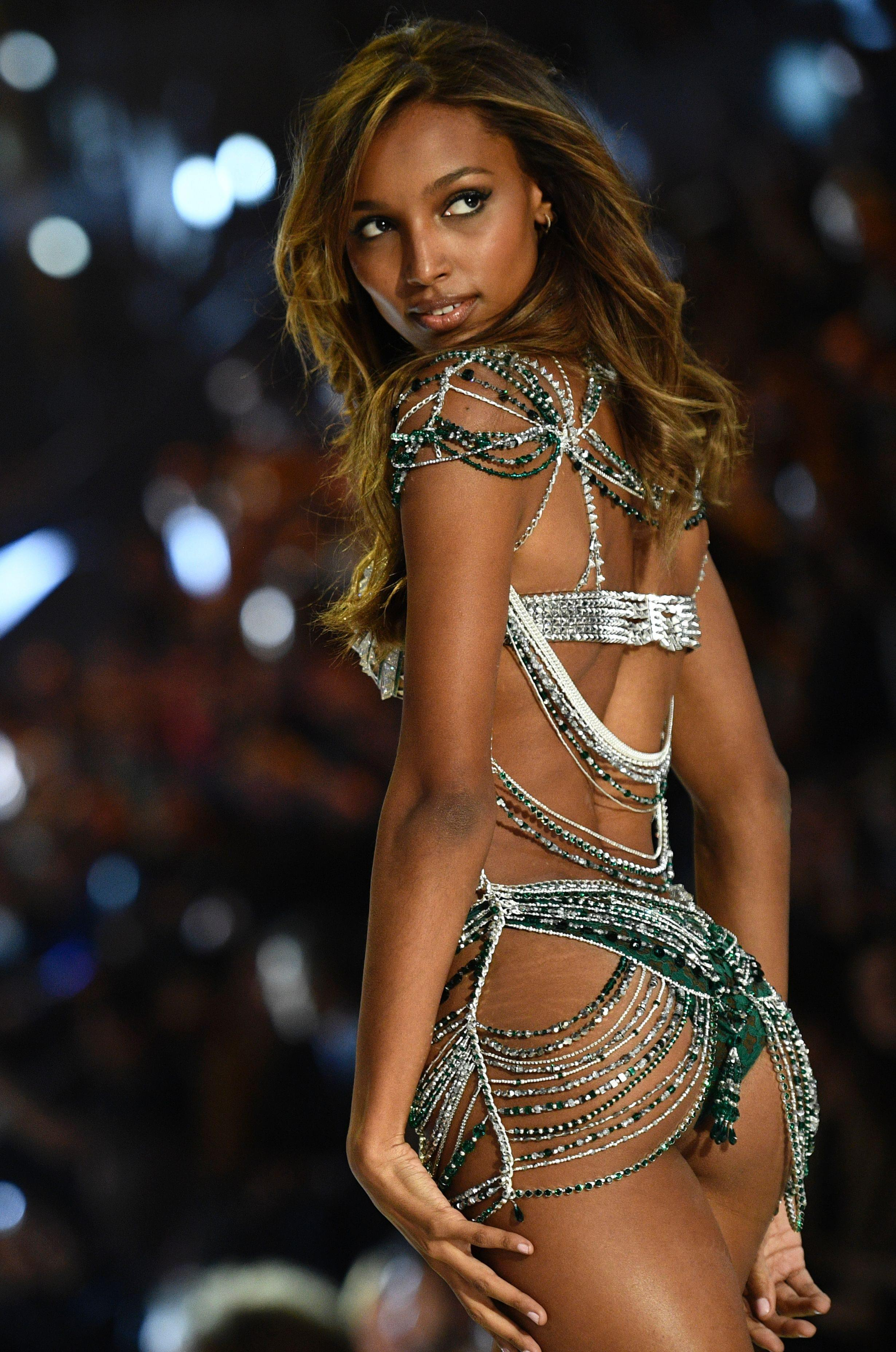 b803277382f1cd Victoria's Secret biustonosz za 3 miliony dolarów
