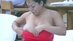 Nosi rozmiar XL. Czy dobrze dobrała kostium kąpielowy?