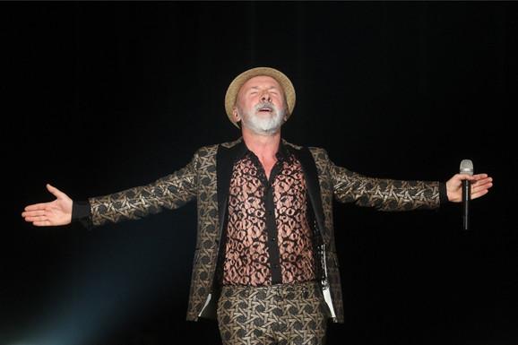 Ni 10.000 EVRA ga ne zanima: Pevač ODBIO da otpeva pesmu Dina Merlina!