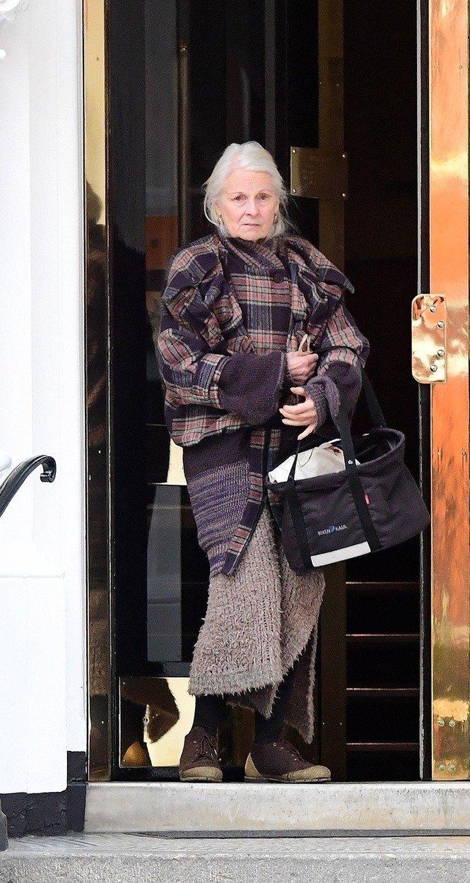 Dizajnerka Vivijen Vestvud posetila je juče u ambasadi Ekvadora u Londonu Džulijana Asanža
