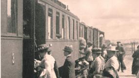 PKP mają 90 lat. Jak zmieniało się podróżowanie pociągami?