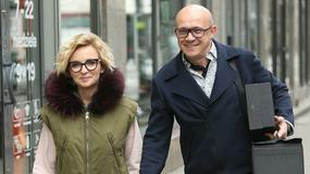Anna Wyszkoni z partnerem wychodzą ze studia. Wiedzieliście, że wokalistka ma tak zgrabne nogi?