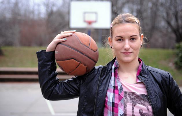 Amputirali su joj nogu, ali je to NIJE OBESHRABRILO: Košarkašica Nataša Kovačević poslala je snažnu poruku kako da se iz teških momenata podignete!