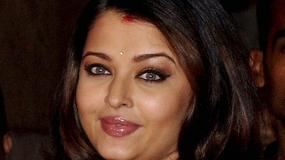 Najpiękniejsza kobieta świata nie może schudnąć po ciąży
