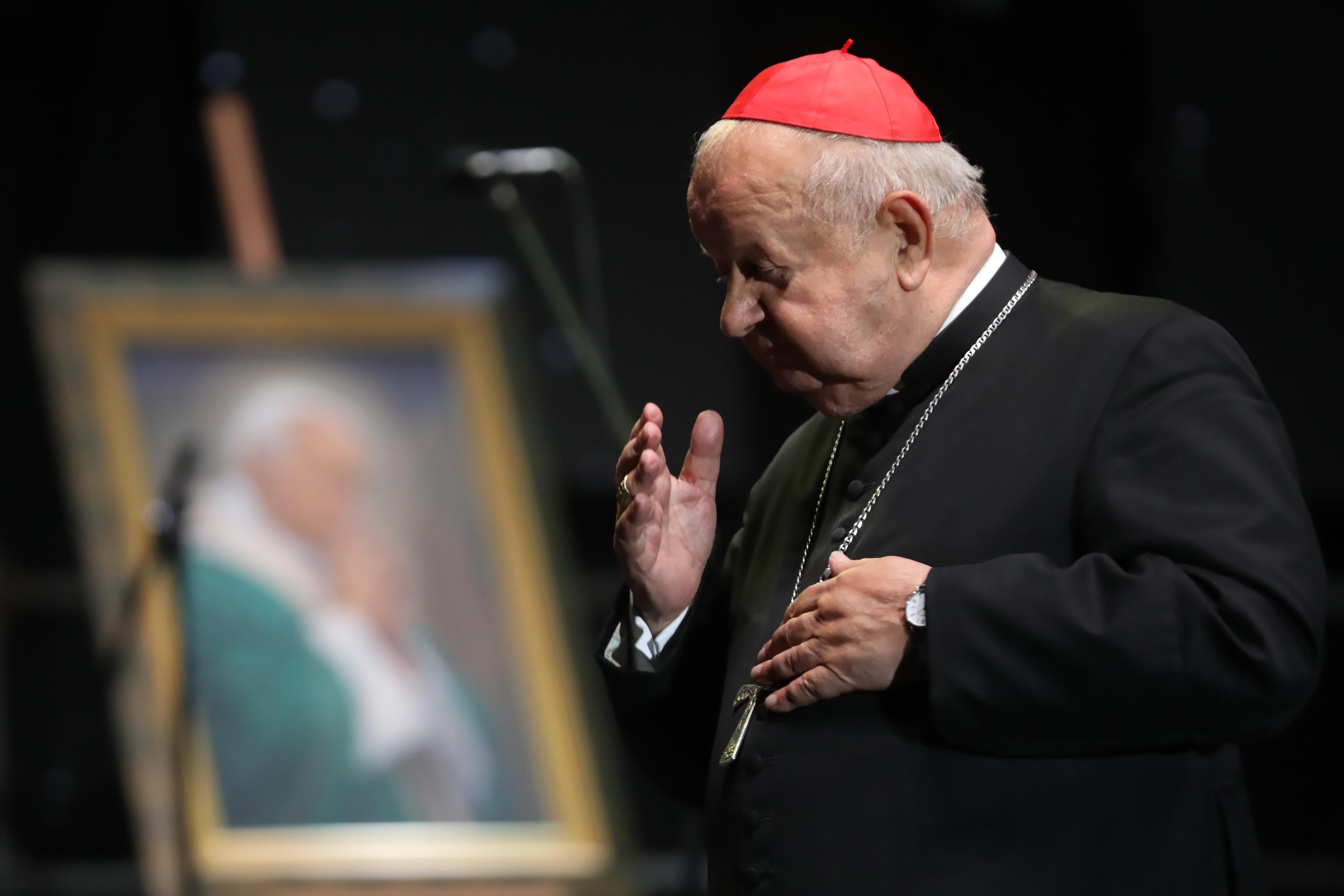 Mistrzowskie unikanie niewygodnych. Czego nie chce powiedzieć kardynał Stanisław Dziwisz?