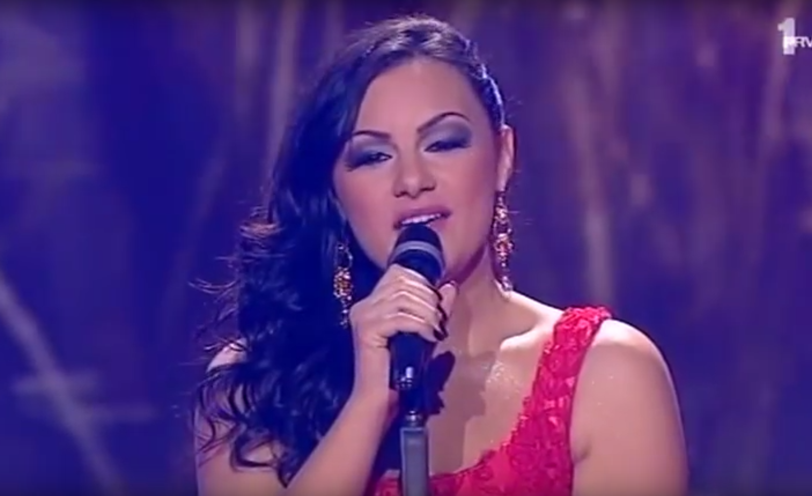 Pobedila je u ''Prvom glasu Srbije'', a onda je nestala sa  javne scene! I dalje se bavi pevanjem! Evo kako IZGLEDA znatno mršavija!