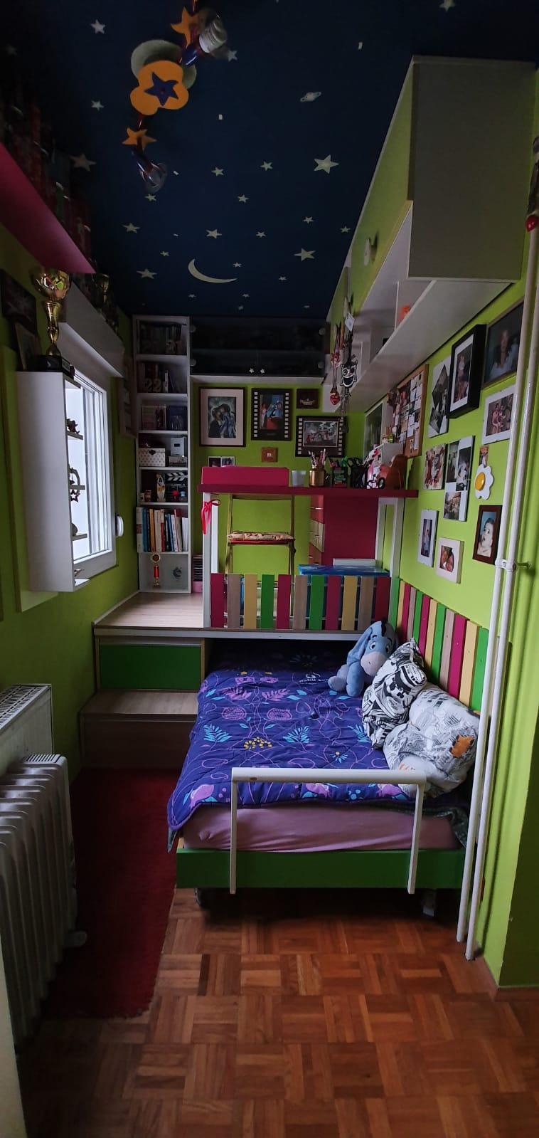 NEMA GDE IGLA DA PADNE: Dom bivše ZADRUGARKE je pun detalja i u zelenoj boji! U prvoj fioci drži šminku, a kada je otvorila drugu dočekalo nas je OVO! VIDEO