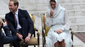 Księżna Catherine w Kuala Lumpur - z zakrytą głową i na boso
