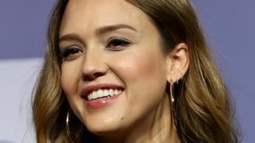 Jessica Alba w zaawansowanej ciąży zaraża uśmiechem na konferencji