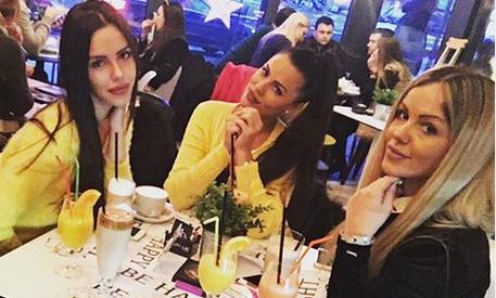 """""""Čuvam bebu"""": Nataša Rodić podelila Bogdaninu fotografiju pred porođaj, ovako sestri pruža podršku! (FOTO)"""
