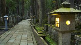 Cmentarz Okunoin w Japonii - spacer najspokojniejszą aleją świata
