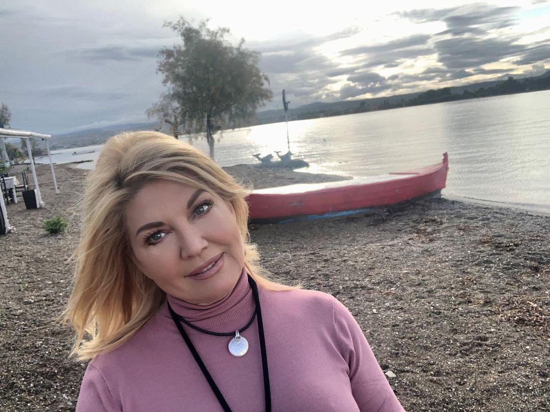 Suzana Mančić je KRILA VEZU SA AMBASADOROM, a pevač je, ne znajući za to, NAVALIO NA NJU u hotelu!