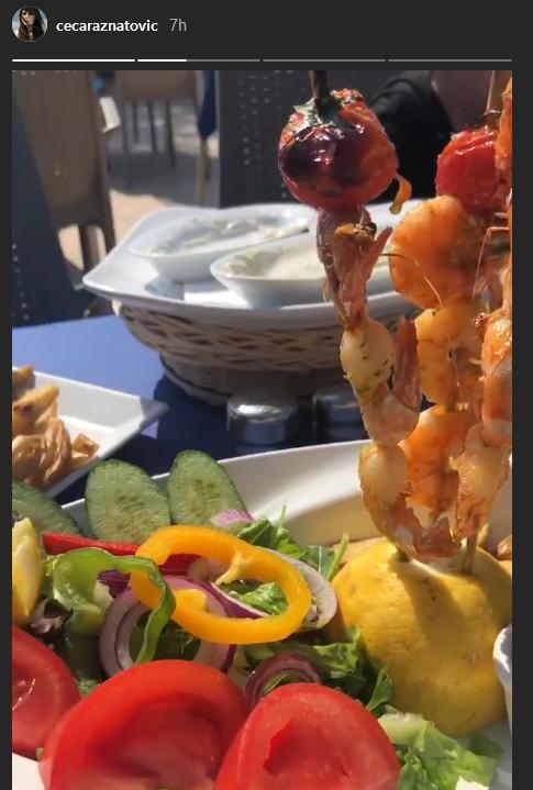 Ceca uživa u hrani na Kipru