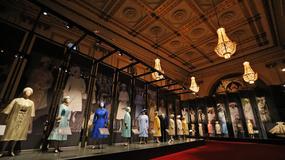 SVE ELIZABETINE HALJINE Izložba kraljičine odeće u Bakingemskoj palati