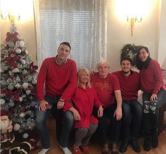 Jelena Janković sa braćom i roditeljima