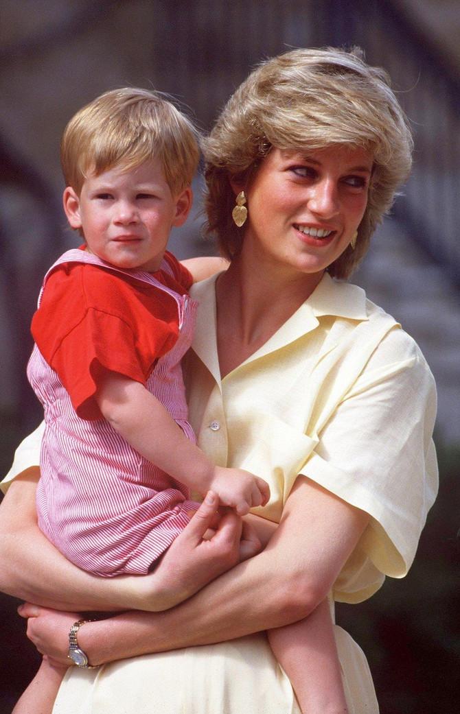 Princ Hari u detinjstvu