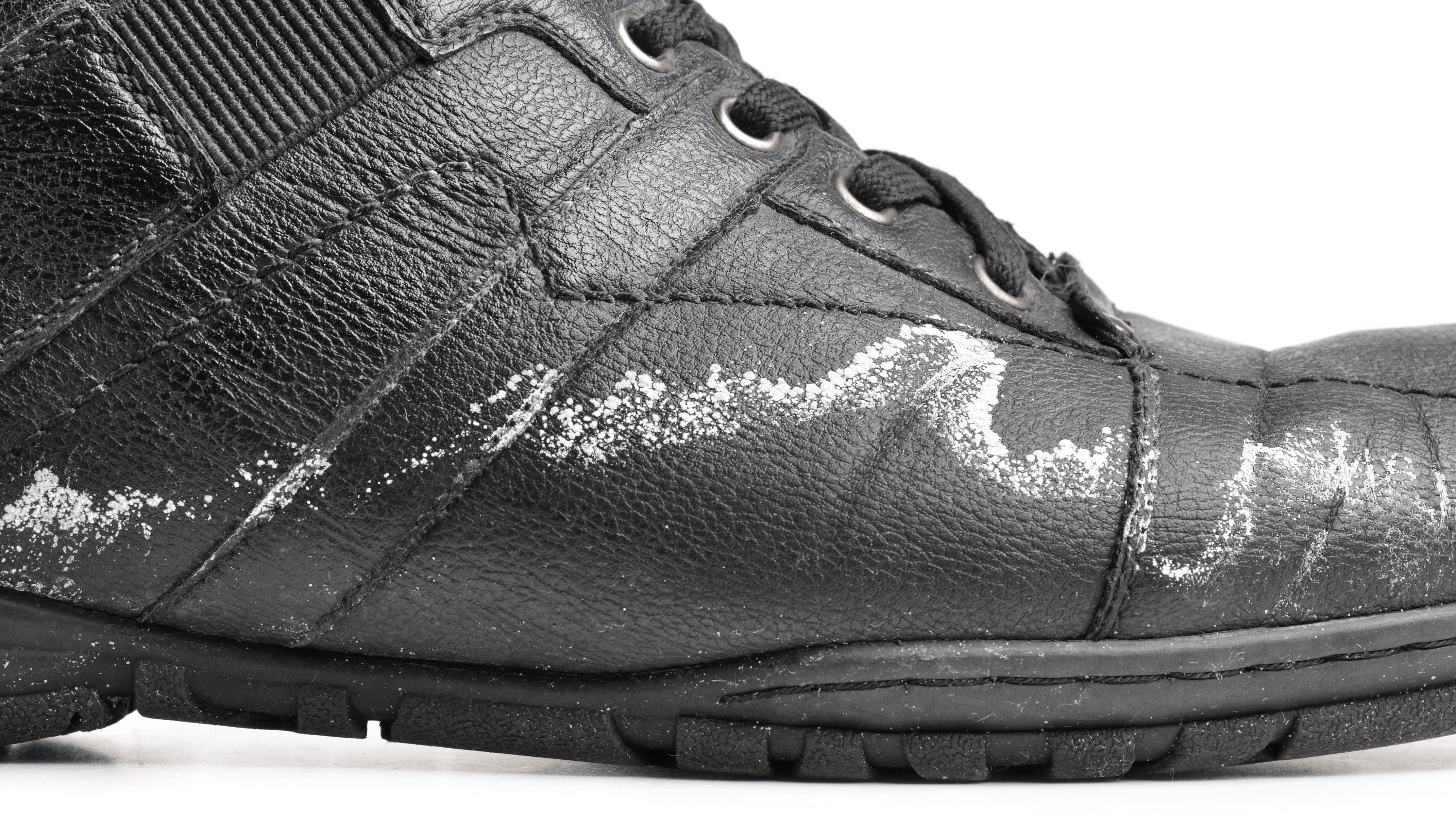 Jak oczyścić buty z soli? Moda