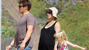 Elsa Pataky ma już wielki brzuszek ciążowy. Nie przeszkadza jej to w plażowaniu